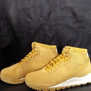 Nike Hoodland Suede Boots Size 11